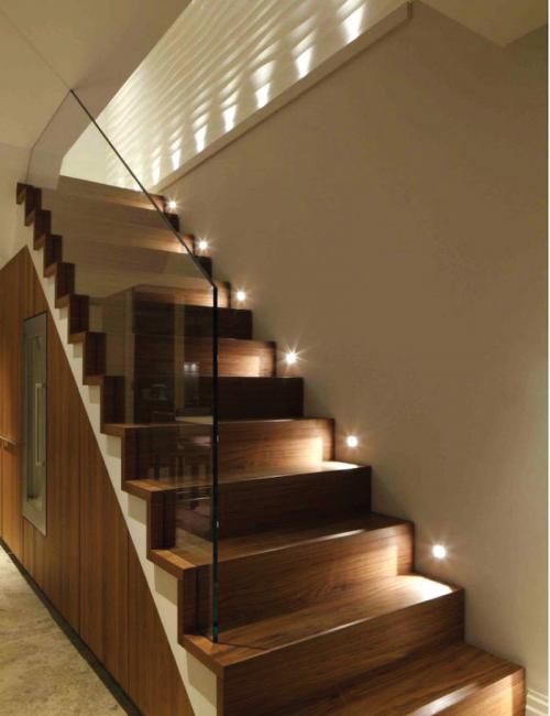 چراغ های زیر پله ای
