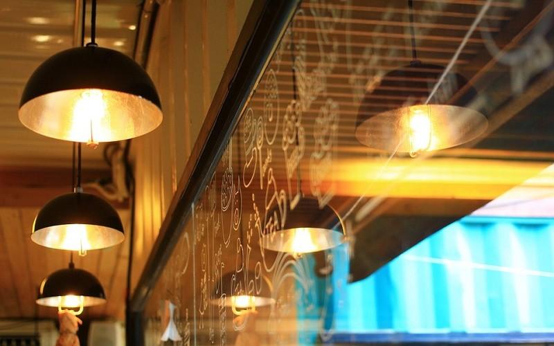 طراحی نورپردازی کافی شاپ