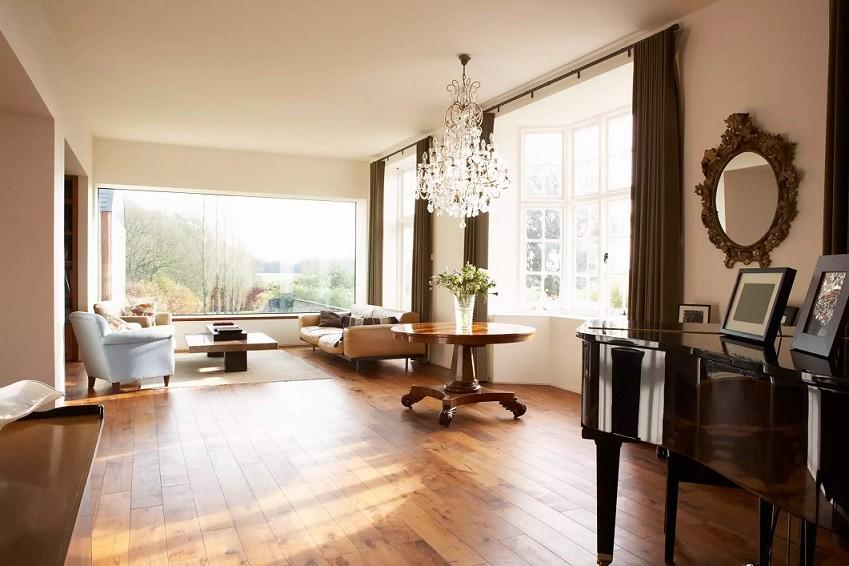 طراحی نورپردازی اتاق نشیمن با چراغ شفاف